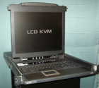 8-портовый стоечный консольный КВМ-переключатель серии NetDirector высотой 1U с 17-дюймовым ЖК-дисплеем NetDirector 8-Po .... (B020-008-17)