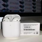 Беспроводная гарнитура Apple AirPods with Wireless Charging Case (MRXJ2RU/ A)